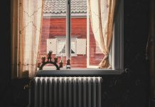 grzejnik pod oknem