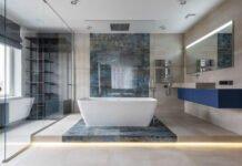 widok łazienki z listwą narożną do płytek