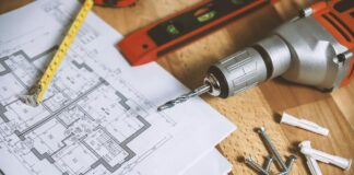 narzędzia i rzut mieszkania
