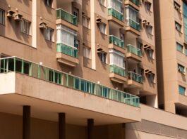 Jak wygląda regulacja drzwi balkonowych?