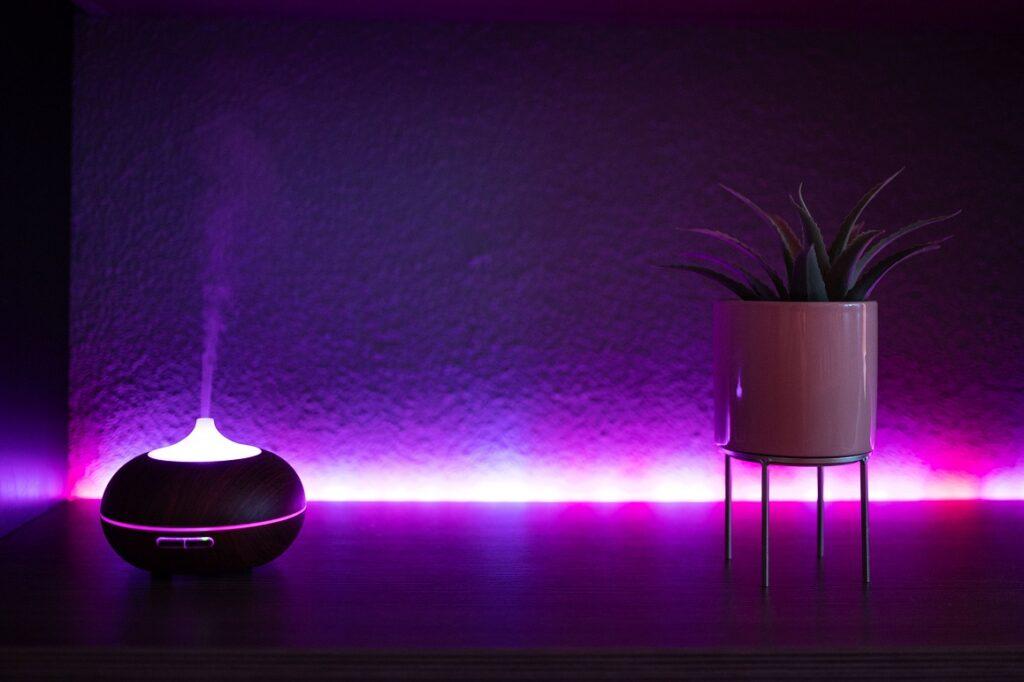 fioletowa lampka do pokoju